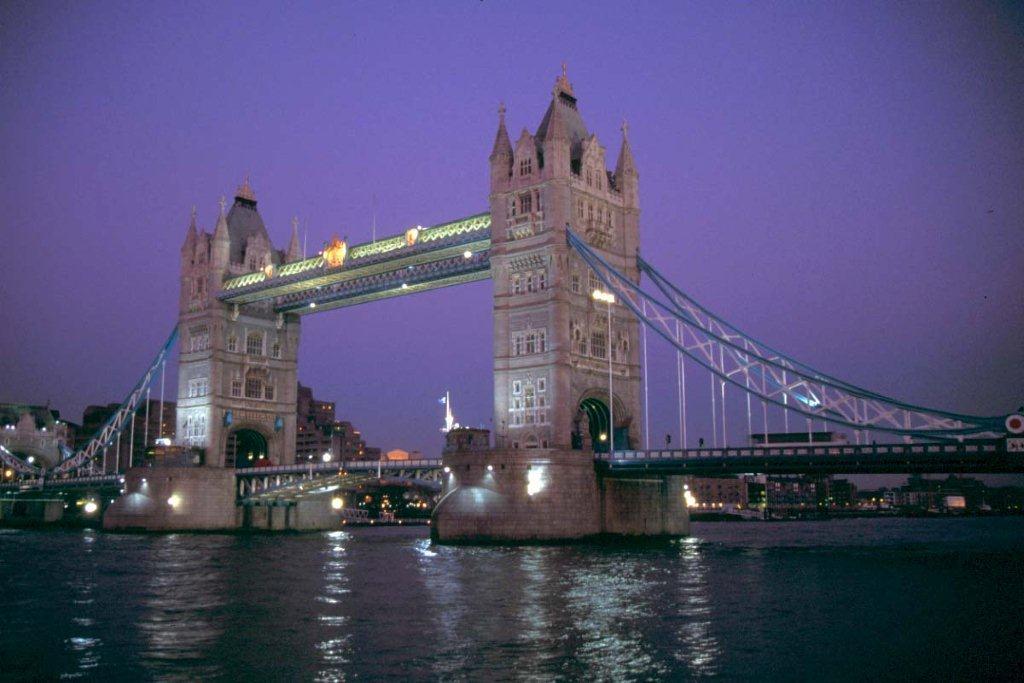 Rhone wine in England, London Bridge is Falling Down!