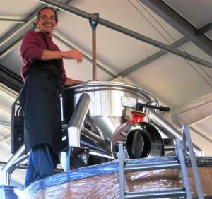 09 Bordeaux Harvest Violette 300x282 2009 Pomerol Harvest, The Pomerol Report Chateaux Owners Comment