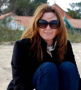 jane Anson headshot beach