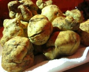 White Truffle 300x242 Truffles the Ultimate Luxury Food with Wine Pairings