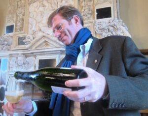 2011 april dissan 300x236 Robert Parker Clues for 2010 Bordeaux, d'Issan Monbousquet Sell Stakes