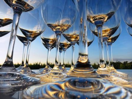 Bordeaux Glasses sunny blue sky1 2009 St. Estephe Bordeaux Wine Tasting Notes, Ratings, Buying Guide