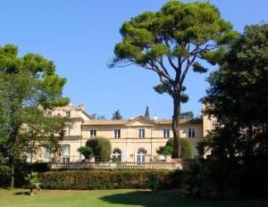 La Nerthe 300x232 Chateau La Nerthe Chateauneuf du Pape Rhone Wine, Complete Guide